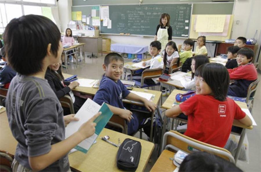 Япон хүн бэлдэж байгаа учир бага сургуулийн багш нар нь хамгийн өндөр цалинтай байдаг