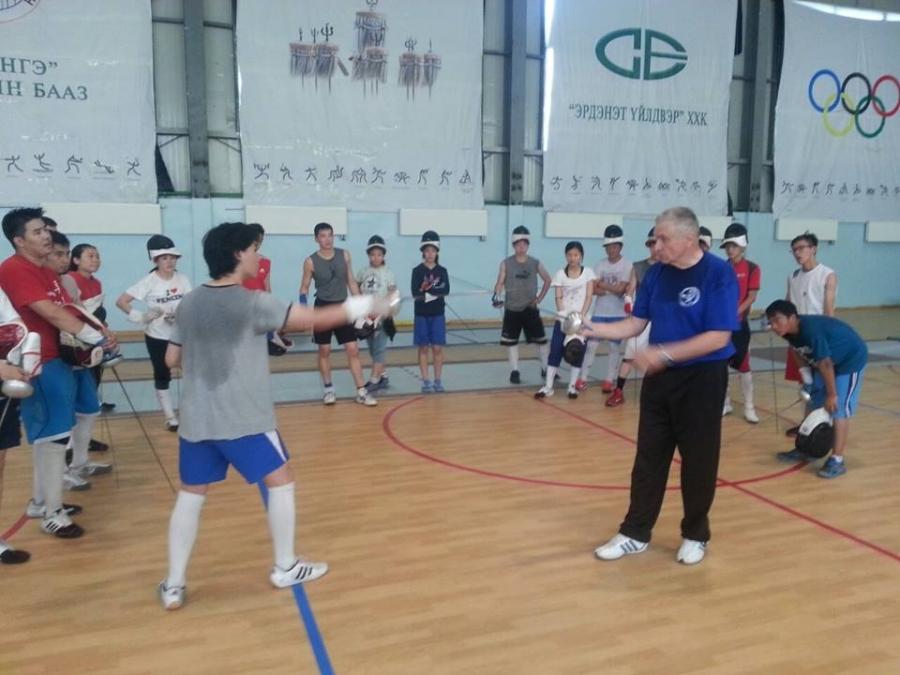 Туяалзуур сэлэмний нэрт дасгалжуулагч Монголд иржээ
