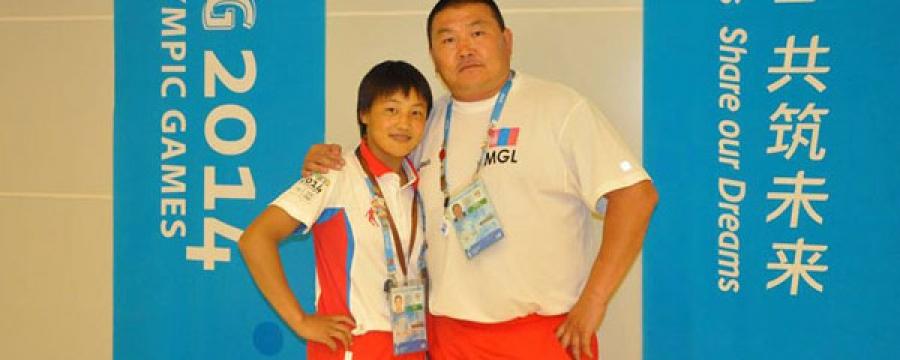 Б.Дөлгөөн: Олимпод монголын анхны эмэгтэй тугчаар оролцсон, би азтай хүн