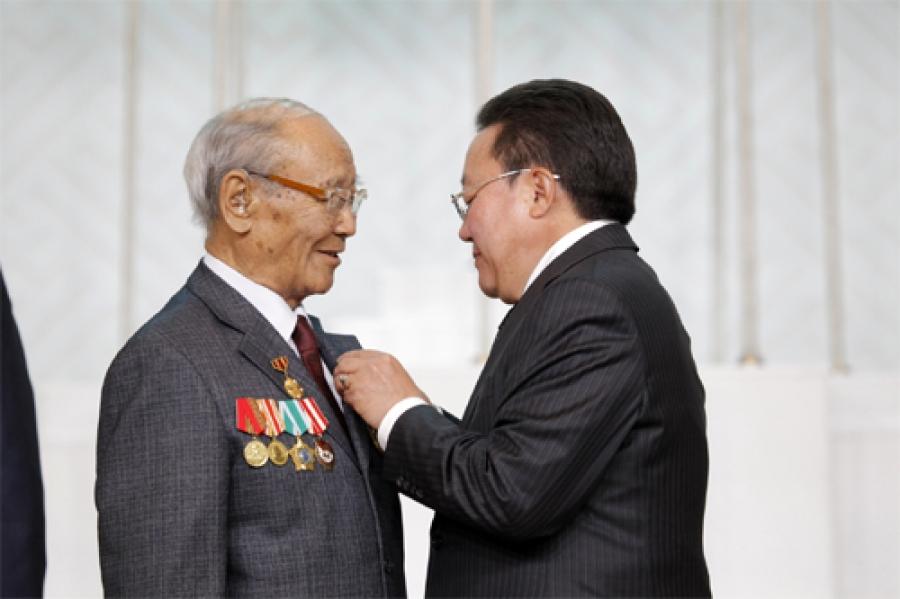 Ахмад дайчин П.Шагдарсүрэнд Монгол улсын баатар цол олголоо