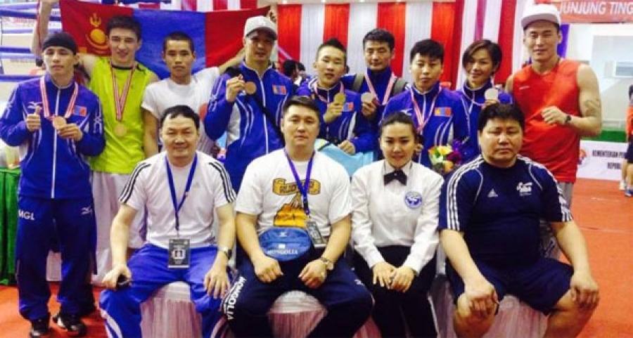 Боксчид 2 алт,  2 мөнгө, 3 хүрэл медаль хүртлээ