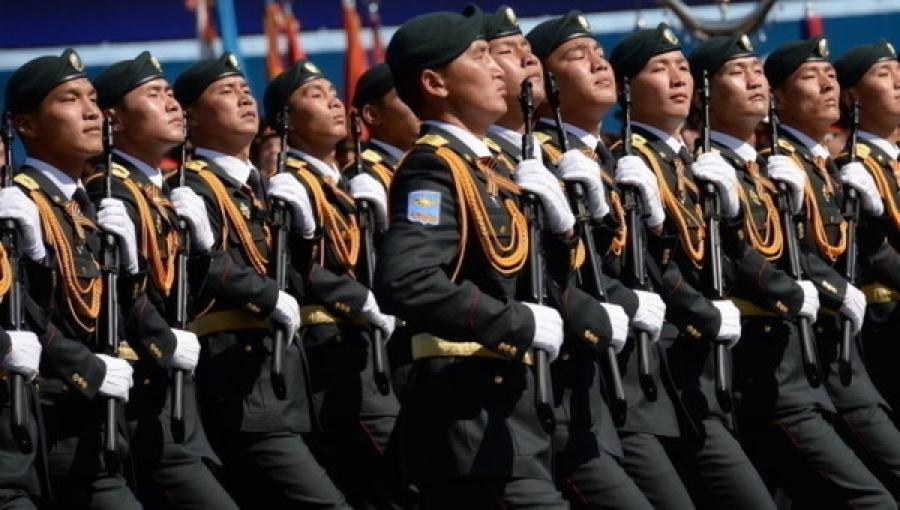 Ялалтын 70 жилийн парадад алхсан цэргүүд жагсаалаа сонирхуулна