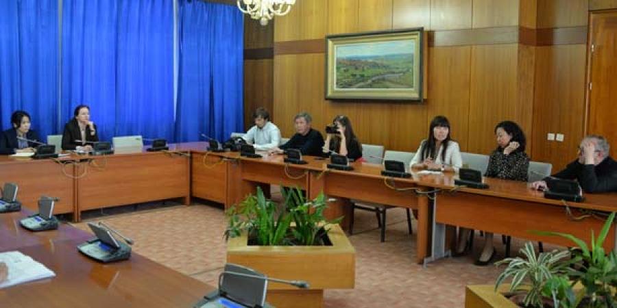 Буриадын сэтгүүлчид Төрийн ордонд зочилж, парламентын үйл ажиллагаатай танилцлаа