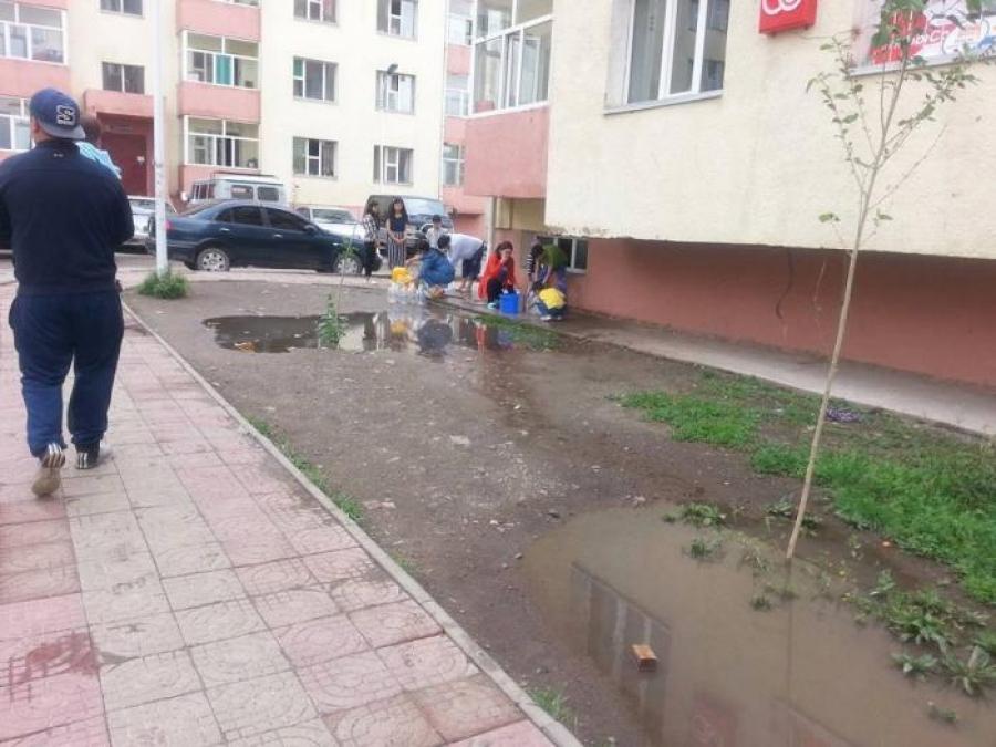 Хилчин хотхоны оршин суугчид борооны ус тосож байна