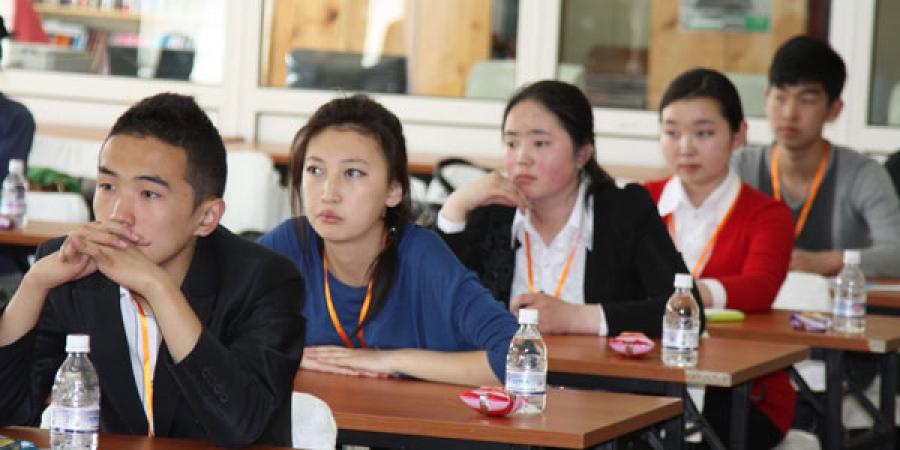 Оюутны сургалтын төлбөрийг нэмсэн шалтгаанаа тайлбарлахыг хүсэв