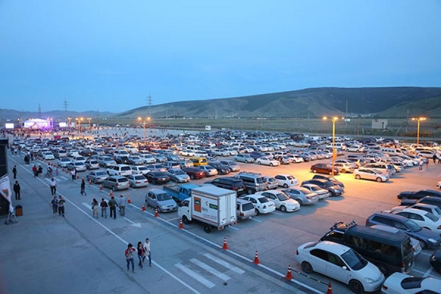 Авто машины худалдаа эрхлэгчид хотын баруун биш зүүн зах руу нүүх байсан хэмээн гэдийж байна