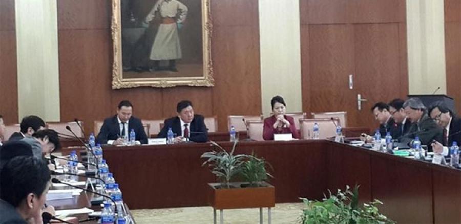 Р.Бурмаа нарын өргөн мэдүүлсэн Сонгуулийн тухай хуулийн төслийг хэлэлцэж байна