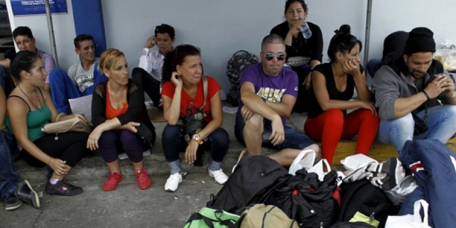 Куба цагаачид Коста-Рика, Никарагуагийн хил дээр гацжээ