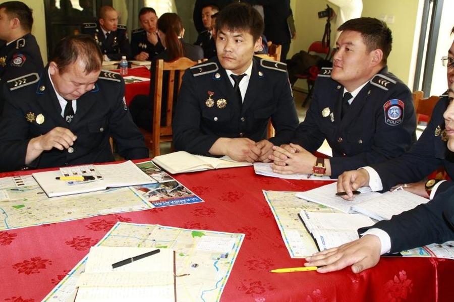 Жуулчдад үйлчлэх цагдаа нар хэлний мэдлэгээ дээшлүүлж байна