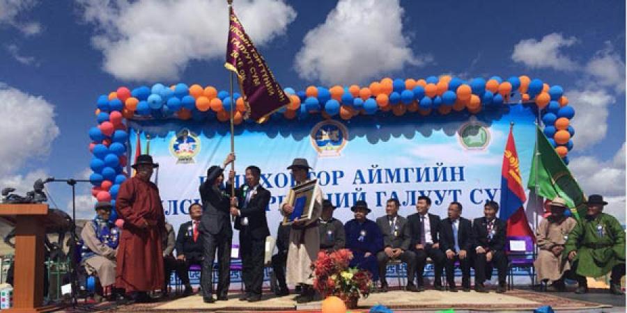 """Баянхонгор аймгийн Галуут суманд """"Улсын тэргүүний сум""""-ын шагналыг гардууллаа"""