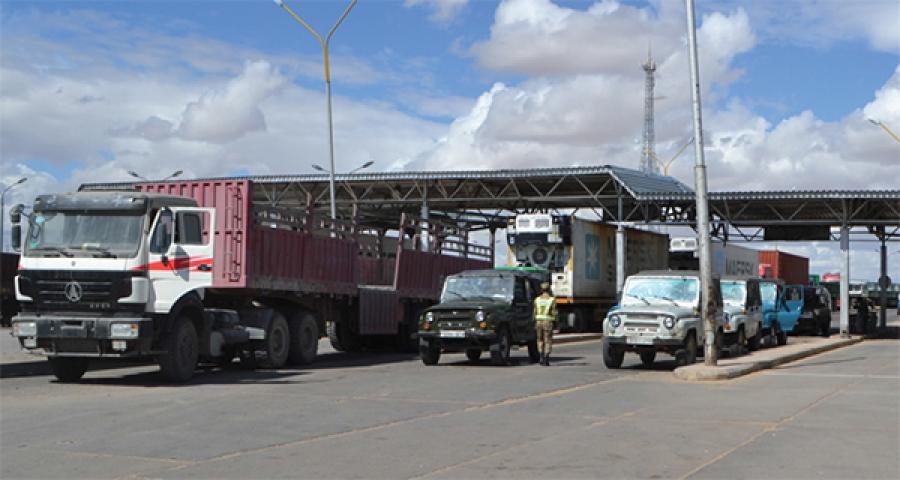 Монгол, БНХАУ-ын авто замын хилийн боомтууд амарч байна