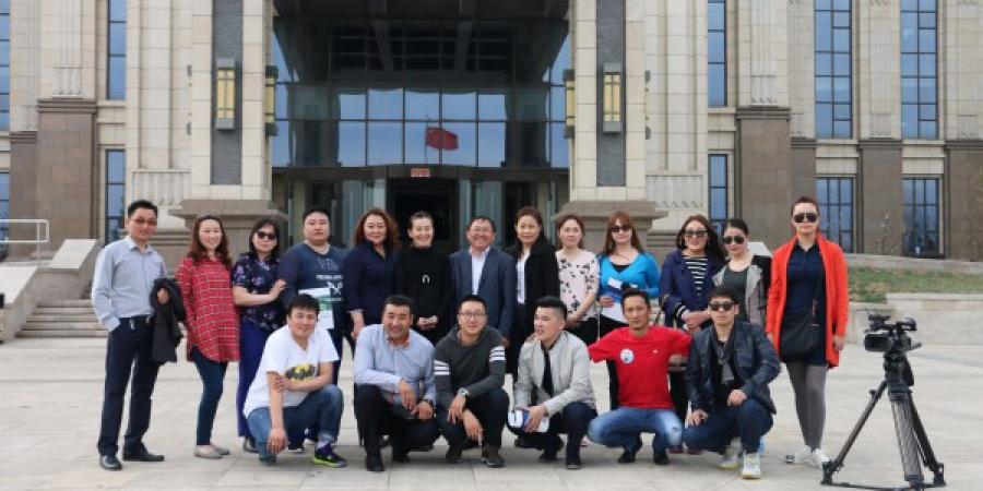 Монголын сэтгүүлчдийн төлөөлөл ӨМӨЗО-д айлчиллаа