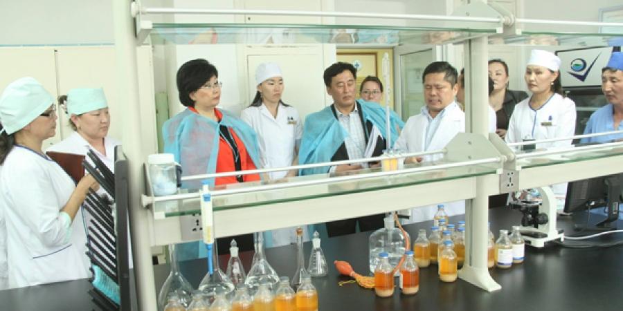 ХХАА-н сайд Р.Бурмаа салбарын шинжлэх ухаан, Үйлдвэрлэлийн үйл ажиллагаатай танилцлаа