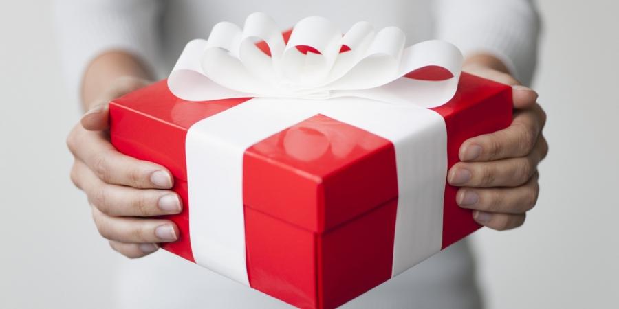 Энэ баяраар бэлэг өгөхгүй, өр бэлэглэнэ шүү, хүүхдүүд ээ!