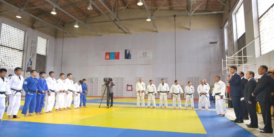 Ерөнхий сайд олимпийн эрх авсан тамирчдын бэлтгэл сургуулилттай танилцлаа