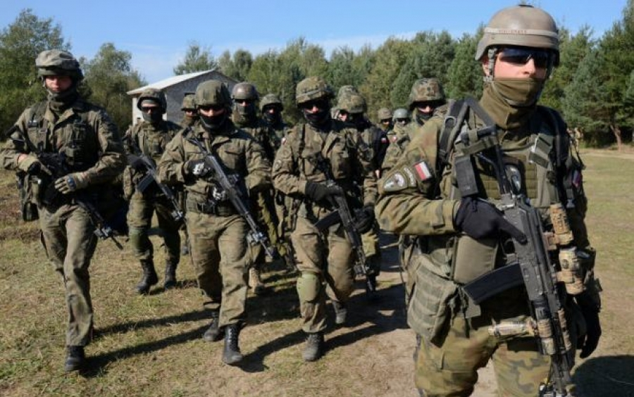Польш цэргийн хүчээ 50 мянгаар нэмэгдүүлнэ