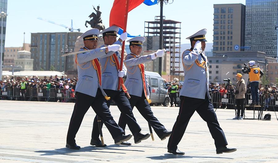 """""""Монгол цэргийн жавхаа"""" уралдаанд түрүүлсэн ангийн захирагчийг хоёр өрөө байраар шагналаа"""