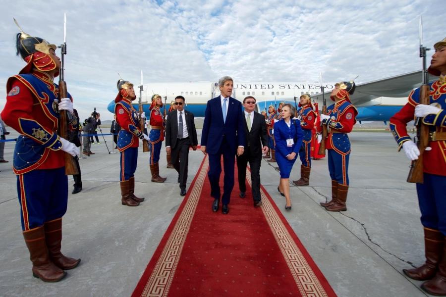 Вашингтон зүүн Азид нөлөөллөө тэлэх зорилгоор Монголд ойртов уу