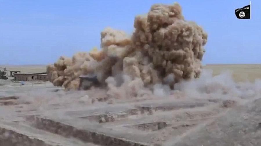 Хэт даврагчид Гизагийн пирамидад заналхийлэв