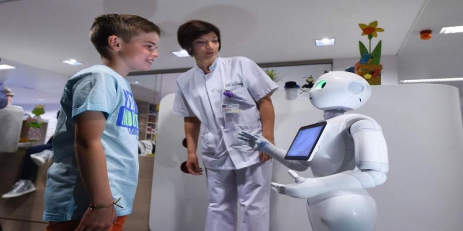Робот эмнэлэгт ажиллана