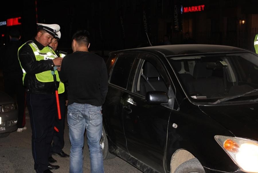 Согтуугаар тээврийн хэрэгсэл жолоодсон 77 жолоочийг журамлажээ