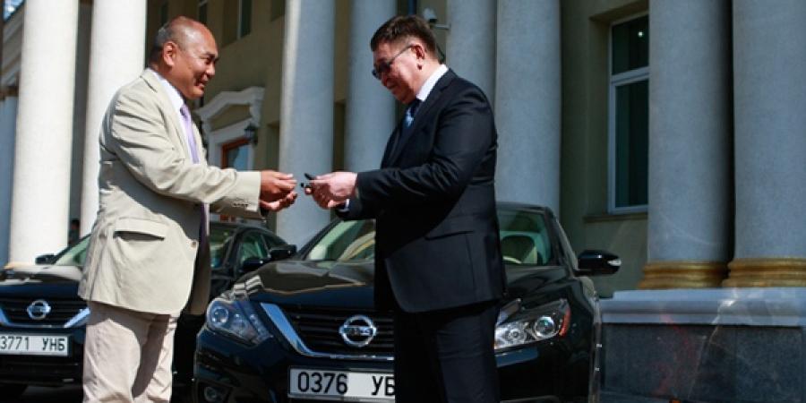 АСЕМ-ын Бэлтгэл ажлын албанд автомашин хандивлалаа