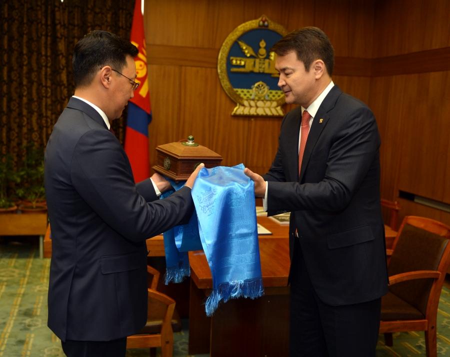 Монгол Улсын 29 дэх Ерөнхий сайд тамгаа хүлээж авлаа