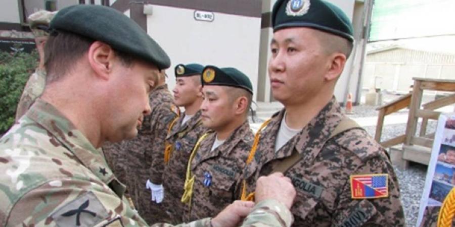 Монголын дайчдыг НАТО-гийн медалиар шагналаа