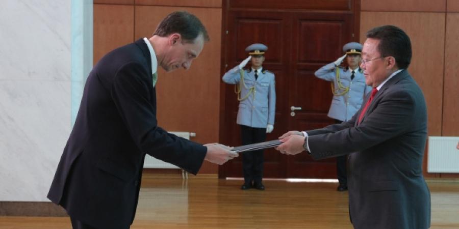 Ерөнхийлөгчид ХБНГУ-ын Элчин сайд ИЖБ барив