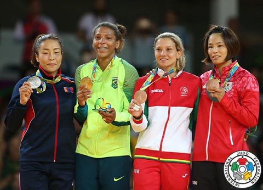Д.Сумьяа олимпийн мөнгөн медаль хүртлээ