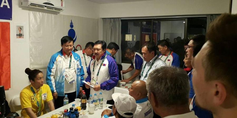 Монголын багийнхан Д.Сумъяаг хүлээн авч, урамшууллаа