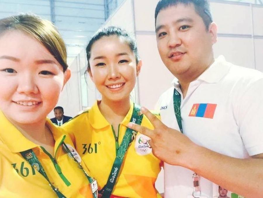 Рио 2016: Монголын багийн туслах эгч дүүс