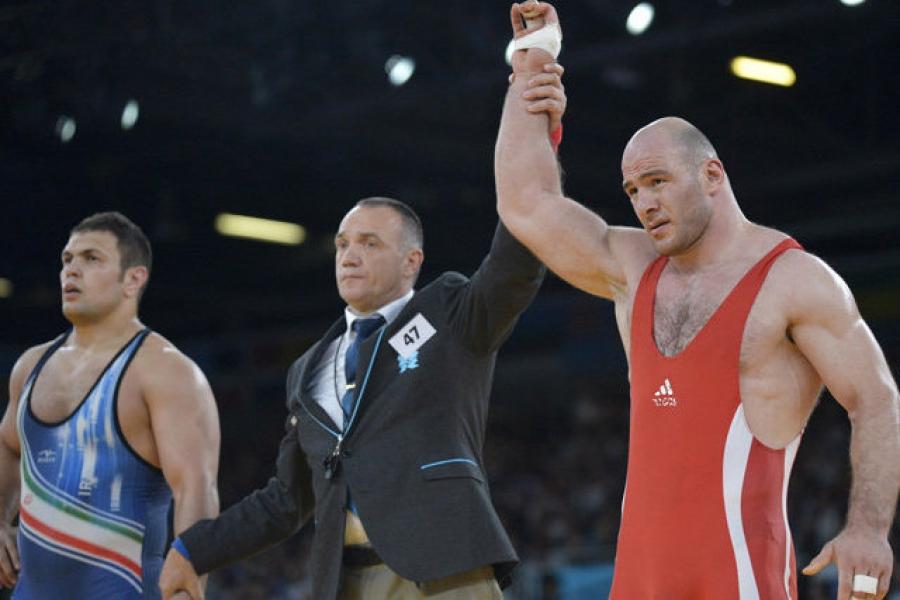 Бесик Кудухов, Артур Таймазов нарын олимпын медалийг хураажээ