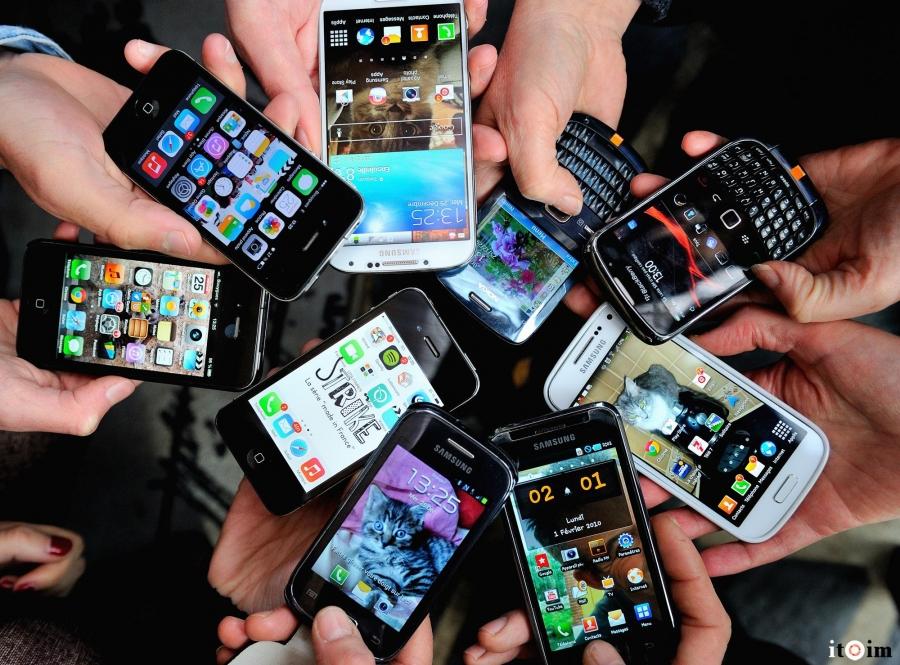 Сурагчдын ухаалаг утасны хэрэглээг хязгаарлах хэрэгтэй юу