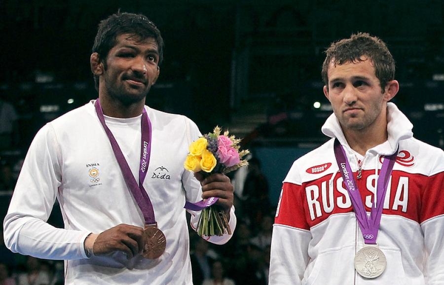 Энэтхэгийн бөх олимпийн мөнгөн медалиас татгалзав