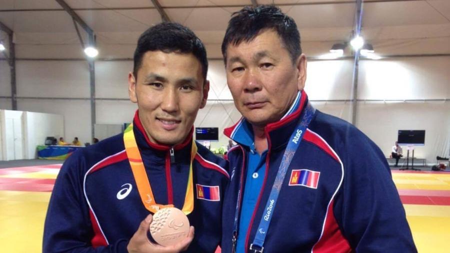 Паралимпийн тамирчид эхний өдрөө хүрэл медаль хүртлээ