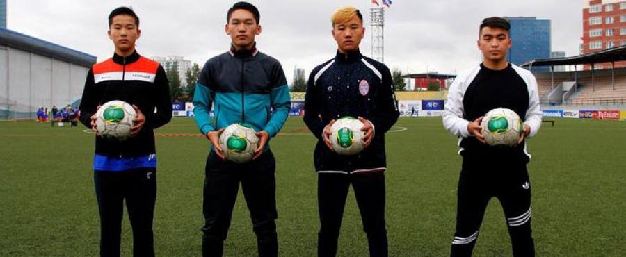 Залуу хөлбөмбөгчид Унгар улсад суралцана