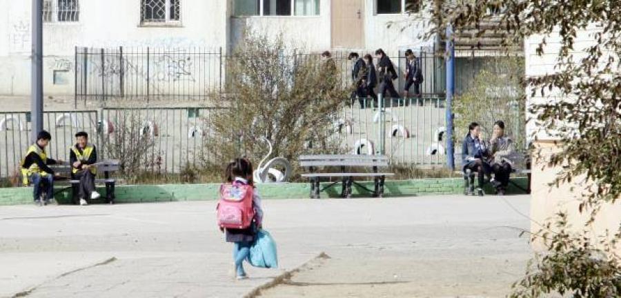 Хүүхдийг харгалзах хүнгүйгээр замын хөдөлгөөн оролцуулсан багш нарт хариуцлага тооцов