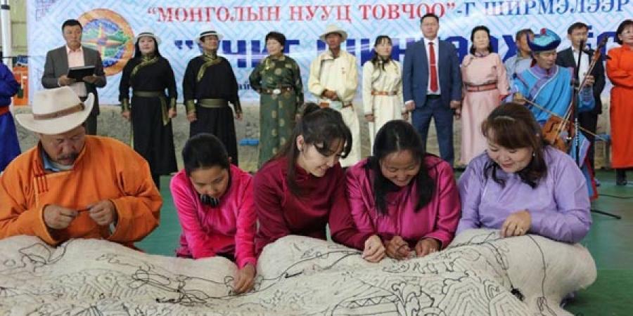 """Гиннест бүртгүүлэх """"Монголын нууц товчоо"""" эсгий бүтээлийг урлаж дуусчээ"""