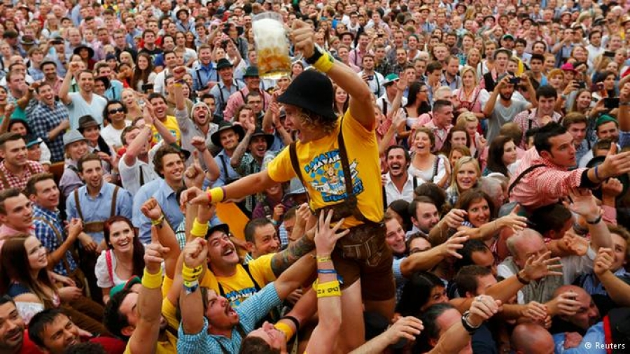 Германд шар айрагны Октоберфест баяр эхэлжээ