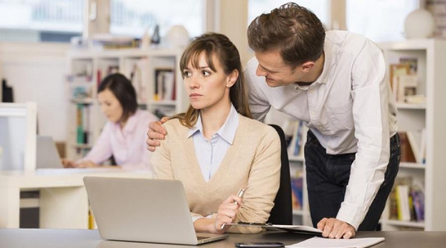 Ажлын байран дахь бэлгийн дарамтанд өртөх эмэгтэйчүүдийн тоо нэмэгджээ