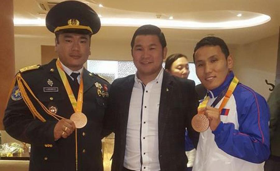 Паралимпийн медальтнууд эх орондоо ирлээ