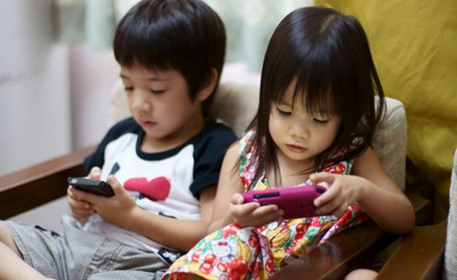 Цэцэрлэгийн насныхан гар утасны тоглоомонд донтож байна