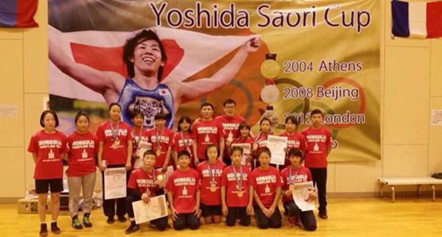 Өсвөрийн бөхчүүд  С.Ёшидагийн нэрэмжит тэмцээнээс 10 медаль хүртжээ