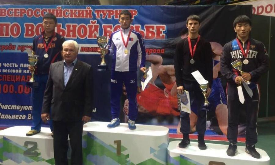 Бүх Оросын чөлөөт бөхийн тэмцээнээс гурван алтан медаль хүртжээ