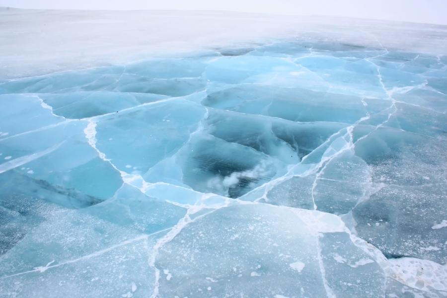 Мөсөн бүрхүүл тогтсон ч цөмрөх аюултай