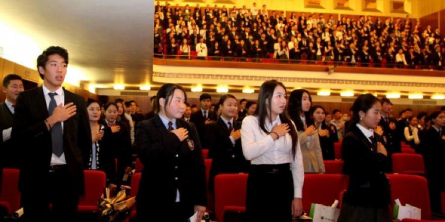 Шилдэг сурагчид Төрийн ордонд иргэний андгай өргөнө