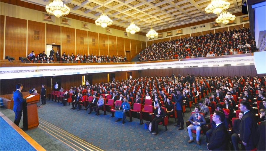 800 сурагч иргэний андгай өргөлөө