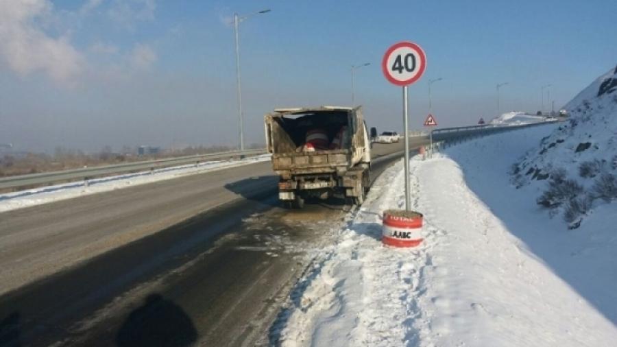 Орон нутгийн замуудыг цэвэрлэж байна