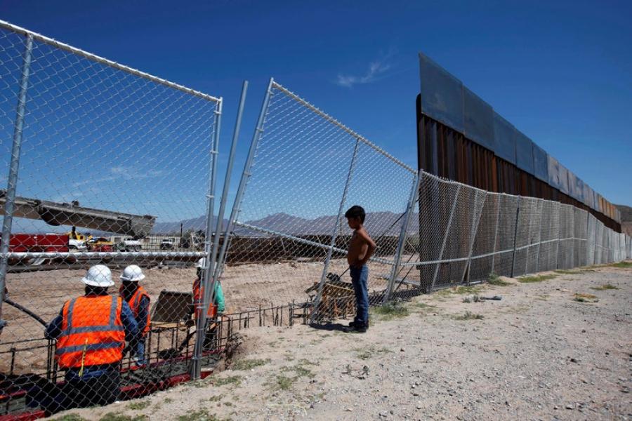 Д.Трамп АНУ-Мексикийн хилд хана босгох ажлаа эхлүүллээ